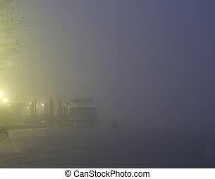 a, boot, in, der, nebel