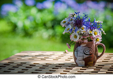 A bouquet of wildflowers in a circle on the table
