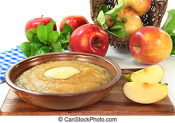 applesauce - a bowl of applesauce with vanilla sauce and ...