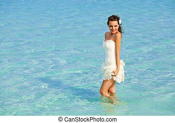 A bride in the sea
