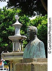 A bust of Guillermo Perera y Alvarez, Plaza del Adelantado in the historic old town of San Cristobal de La Laguna, San Cristóbal de La Laguna, La Laguna, Tenerife, Canary Islands, Spain