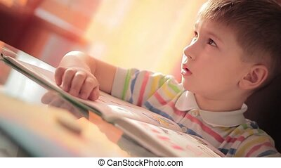 A child learns to read 1