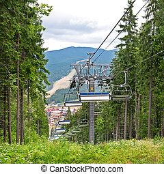 a, elevador cadeira, montanhas, em, verão