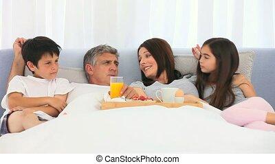 a, famille, avoir, petit déjeuner