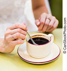 female hands hold a cup of coffee