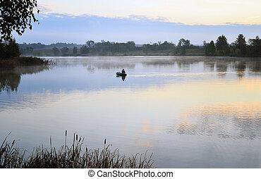 a, fischer, in, a, boot, segeln, in, der, morgen, nebel