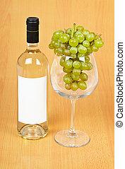 a, flaska vin, a, stort glas, och, druvor