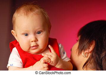 a, flicka, med, henne, mamma, holdingen, henne