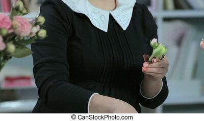 a florist does a little bouquet