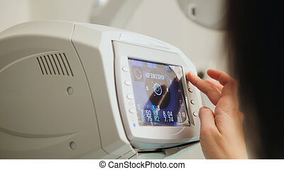 A generic eye scanner machine for optometrist