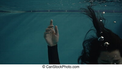 A girl sink in the pool - An unconscious girl sink in the...