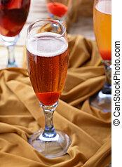 a glass of applelini