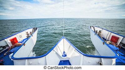 A great cruise on catamaran.