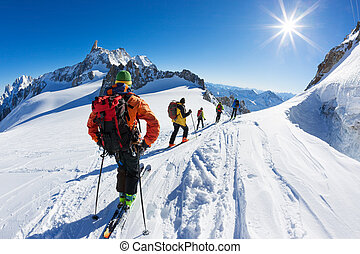 A group of skiers start the descent of Vallée Blanche, the most famous offpist run in the Alps