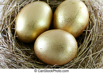 3 golden Eggs with glitters