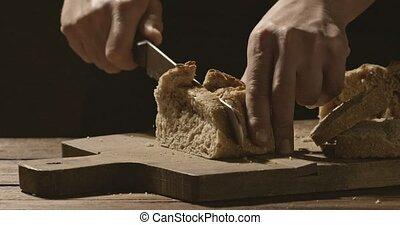 a, homme, boulanger, coupures, a, morceau, de, blanc, pain...