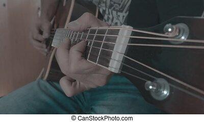 a, homme, jeux, a, solo, sur, une, guitare acoustique