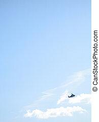 a, hubschrauber, in, der, blaues, trüber himmel