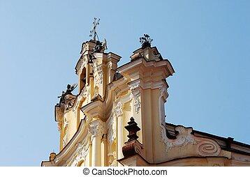 a, igreja, é, brilhado, por, a, primeiro, vigas, de, a, verão, sol