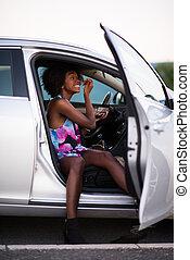 a, junger, afrikanisch-amerikanisch frau, aufmachung, auto