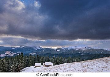 a, klein, dorf, in, der, carpathian, berge, winter