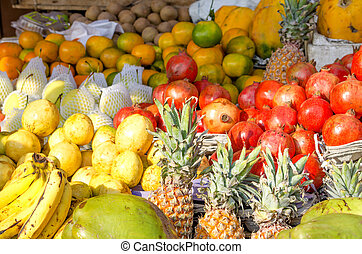 A large number of tropical fruit in the market