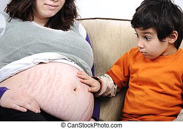 a, liten pojke, och, hans, gravid, mor, spendera, tid, tillsammans