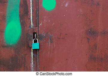 A lock on a metal rusty gate