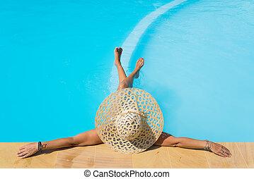a, m�dchen, gleichfalls, entspannend, in, a, schwimmbad
