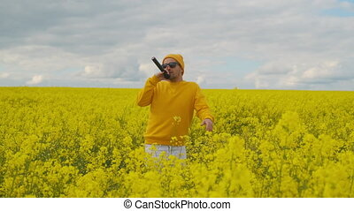 A male soloist in yellow clothing dances and sings an energetic song while dancing and waving his arms. Live camera