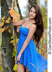 a, menina jovem, em, outono, parque