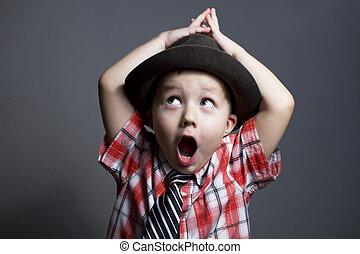 a, menino, em, um, chapéu, ligado, um, experiência cinza