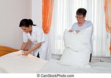 nurse in elderly care for the elderly in nursing homes