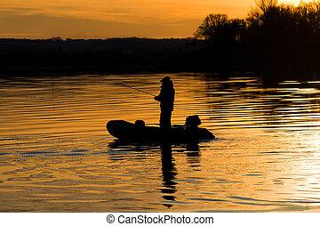 a, pêcheur, dans, a, bateau, canne pêche, à, coucher soleil