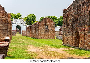 a, palácio, era, construído, por, rei, narai, a, rei, quem, governado, ayutthaya, de, 1656, para, 1688., ele, mandado, a, palácio, incorporado, 1666.