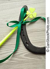 a, pferdehufeisen, angezeigt, mit, a, vierblättriges kleeblatt, und, a, grün, schleife, für, str.. tag patricks