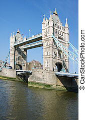Tower bridge in London - A photography of the attraction ...