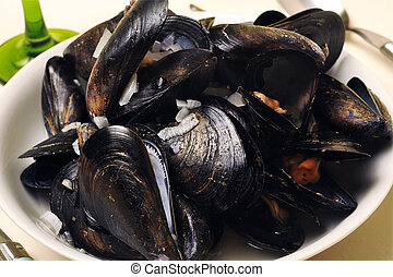 a plate of mussels in white wine