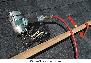 Pneumatic roofing nail gun - A Pneumatic roofing nail gun ...