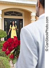 a, romantique, homme américain africain, apporter, fleurs,...