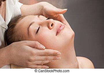 a, schöne , junge frau, bekommen, a, massage