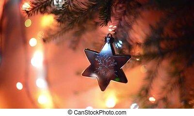 A silver star revolves on a Christmas tree