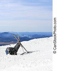 a, skieur, enterre, sien, tête, dans, les, neige, après,...