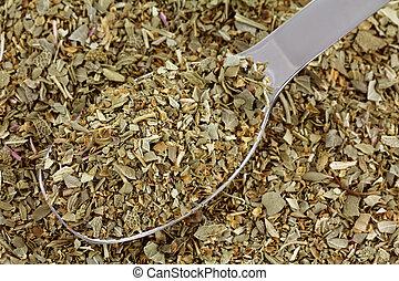 A spoon of dried Italian Seasoning