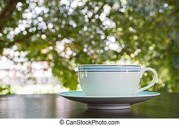 a, tasse kaffee, latte, auf, der, holztisch