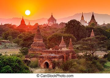 a, templos, de, bagan, em, pôr do sol, bagan, myanmar