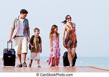 a, ung, och, attraktiv, familj, med, deras, luggages.