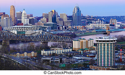 View of the Cincinnati, Ohio skyline as night falls