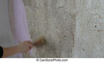 a, weibliche hand, smears, tapetenleim, auf, wand, mit, a,...