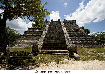 the chichen itza temple in tulum mexico